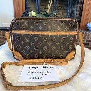 Authentic Louis Vuitton Trocadero 30